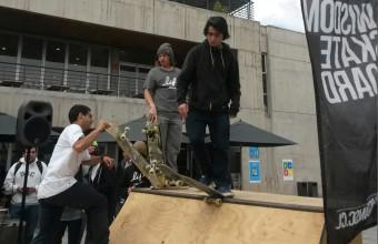 Give Surf y Más Skate expusieron sobre sus emprendimientos a alumnos del Bachillerato UDD