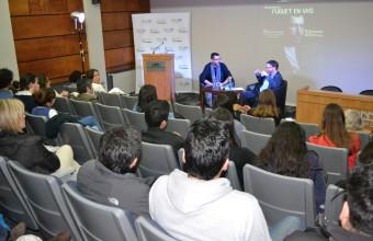 "Alberto Fuguet participó en conversatorio ""Fuguet en Formato VHS"""