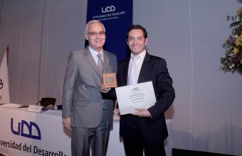 Guido Larson premiado por su Excelencia Académica