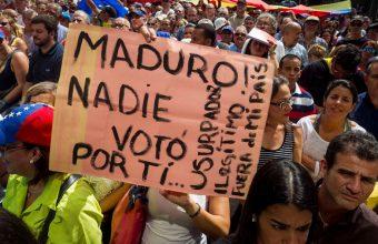 Entrevista a Guido Larson, cientista político de UDD, sobre crisis y alzamiento en Venezuela - Cooperativa